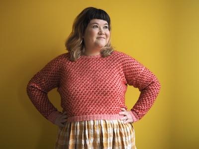 Supgar-Sweater-Aimee_looking-off-to-the-side-Kopie